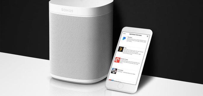 smart speaker met logo